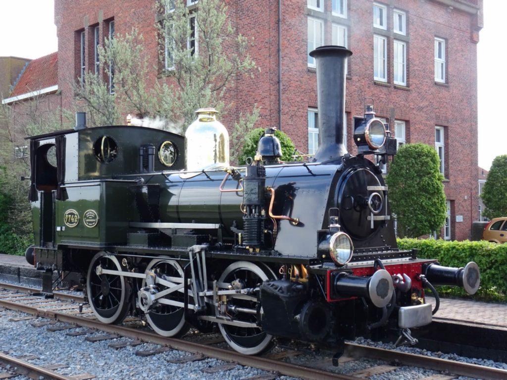 博物館の蒸気機関車でのツアー